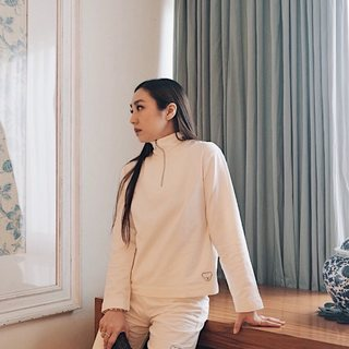 Spotted @amegonta looking fab in Zipper Jumper and Biker Pants Gardenia ❤️  Tap to view the products or visit our official website/shopee to shop!   www.aaronandnoraa.com  #friendsofaaronandnoraa #ootdinspo #ethicalclothing #ethicalbrand #jakartafashion #ootdindo #ootdjakarta #slowfashionblogger
